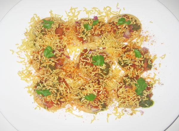 fried sev puri bhaji